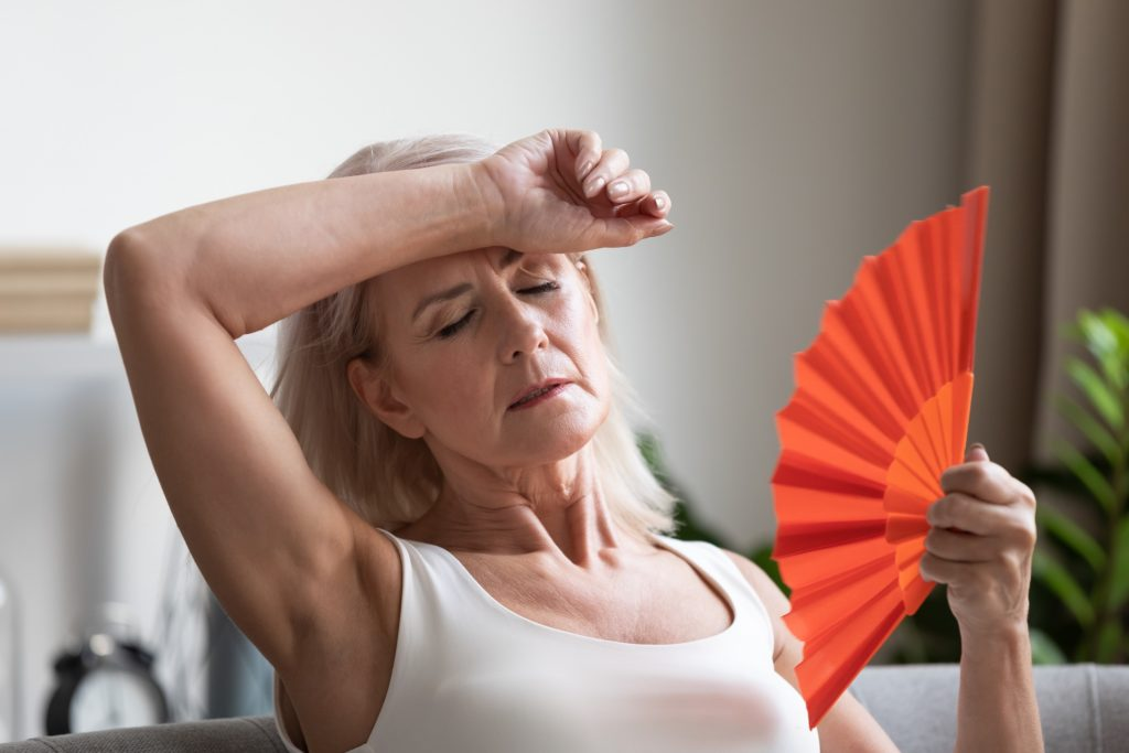 Pomenopauzalne uderzenia gorąca. Badania kliniczne niehormonalnych leków.